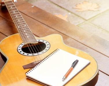 un crayon et une guitare au ciel que le meilleur soit. Black Bedroom Furniture Sets. Home Design Ideas